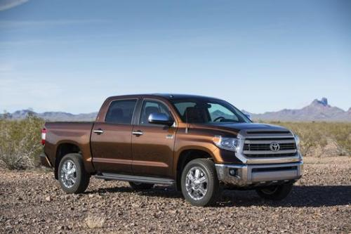 Photo Image Gallery & Touchup Paint: Toyota Tundra in Sunset Bronze Mica  (4U3)  YEARS: 2014-2017
