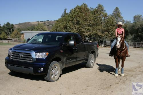 Photo Image Gallery & Touchup Paint: Toyota Tundra in Nautical Blue Metallic  (8S6)  YEARS: 2007-2013