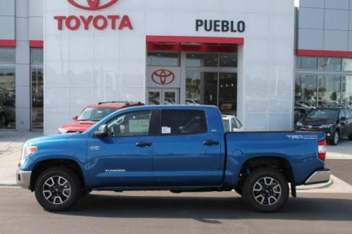 Photo Image Gallery & Touchup Paint: Toyota Tundra in Blazing Blue Pearl  (8T0)  YEARS: 2016-2018