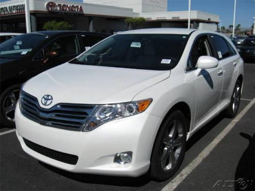 Photo Image Gallery & Touchup Paint: Toyota Venza in Blizzard Pearl   (070)  YEARS: 2009-2015
