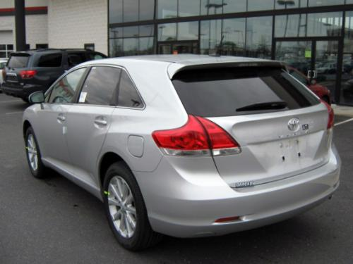 Photo Image Gallery & Touchup Paint: Toyota Venza in Classic Silver Metallic  (1F7)  YEARS: 2009-2014