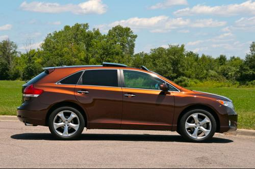 Photo Image Gallery & Touchup Paint: Toyota Venza in Sunset Bronze Mica  (4U3)  YEARS: 2009-2014