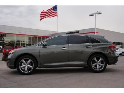 Photo Image Gallery & Touchup Paint: Toyota Venza in Cypress Pearl   (6T7)  YEARS: 2013-2014