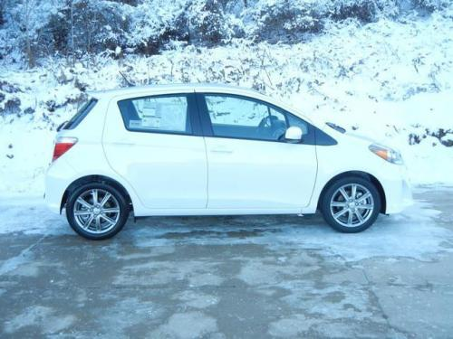 Photo Image Gallery & Touchup Paint: Toyota Yaris in Super White   (040)  YEARS: 2012-2017
