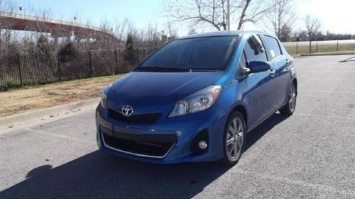 Photo Image Gallery & Touchup Paint: Toyota Yaris in Blazing Blue Pearl  (8T0)  YEARS: 2012-2014